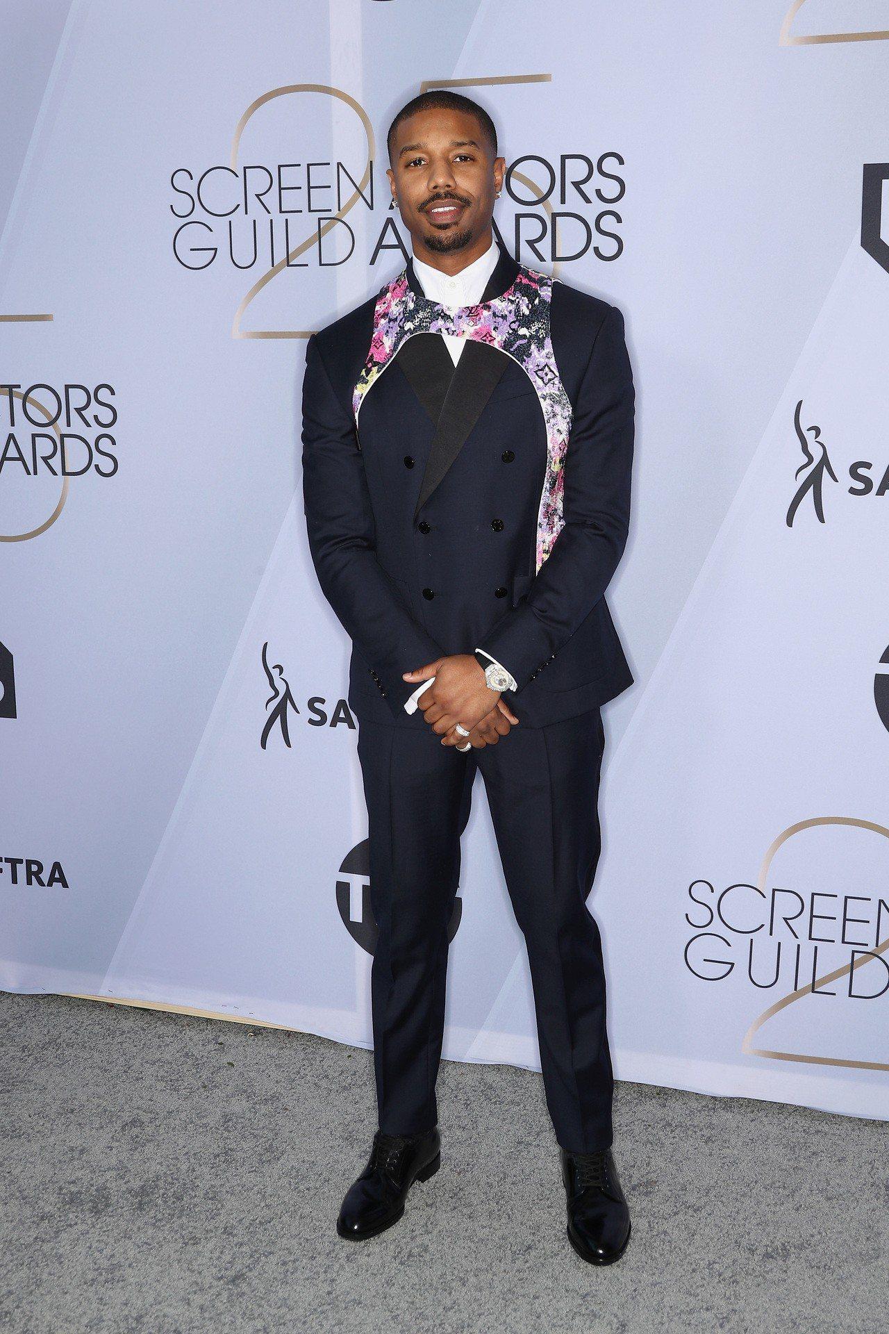 Michael B. Jordan穿路易威登西裝配戴伯爵珠寶與腕表。圖/路易威登...