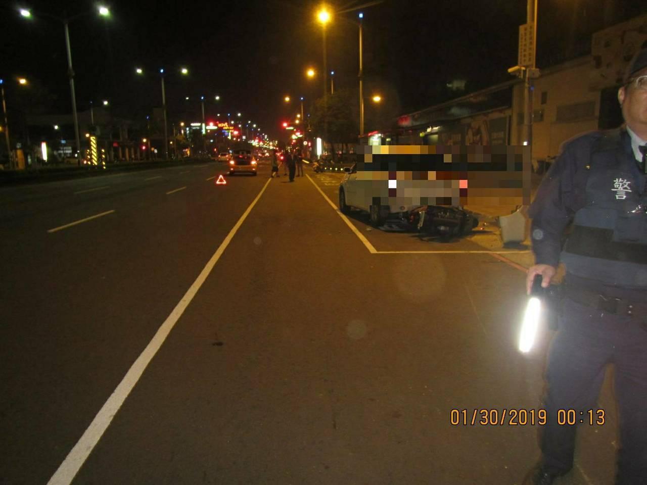 高雄市昨日深夜發生一件死亡車禍。記者張媛榆/翻攝