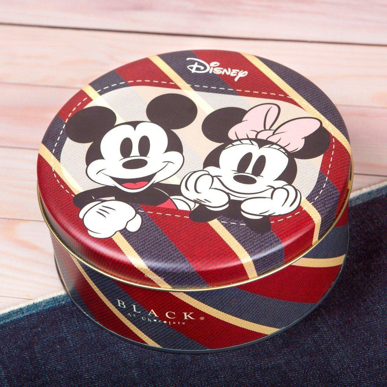 外包裝是印有米奇、米妮圖案的經典美式鐵盒。圖/BLACK As Chocolat...
