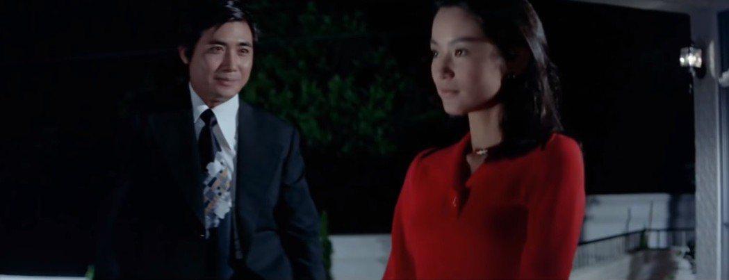 梁修身與林青霞在「不一樣的愛」有感情對手戲。圖/翻攝自YouTube
