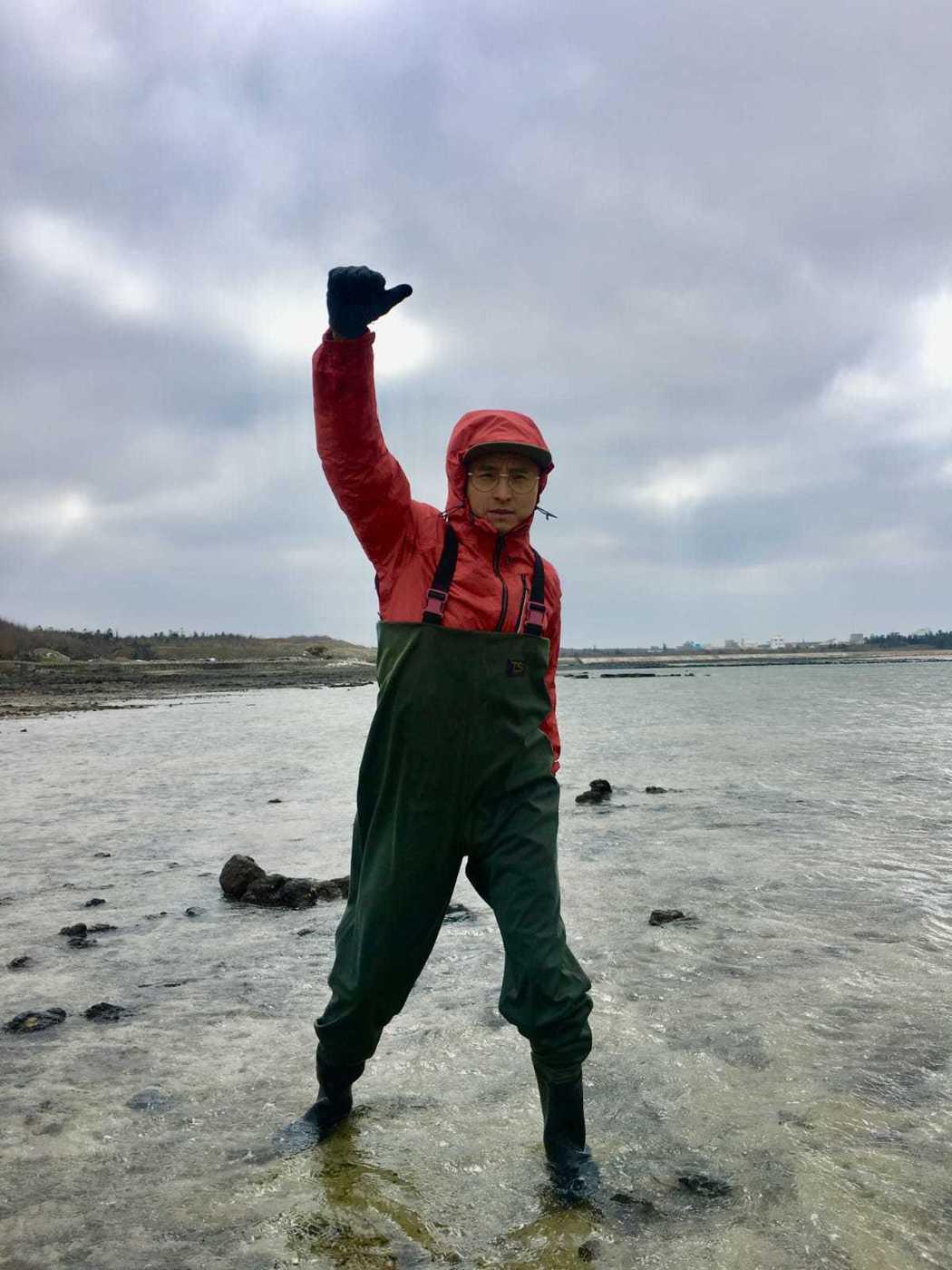 王少偉為「台灣第一等」到澎湖出外景。圖/經紀人提供