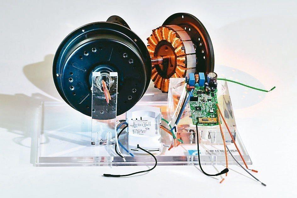 工研院綠能所建立一條龍供應架構,從客製化設計外轉子永磁無刷馬達到示範生產製作,開...