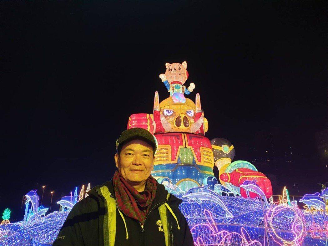 林吉裕與在江蘇常州燈會的台灣主燈。鄭芝珊/攝影