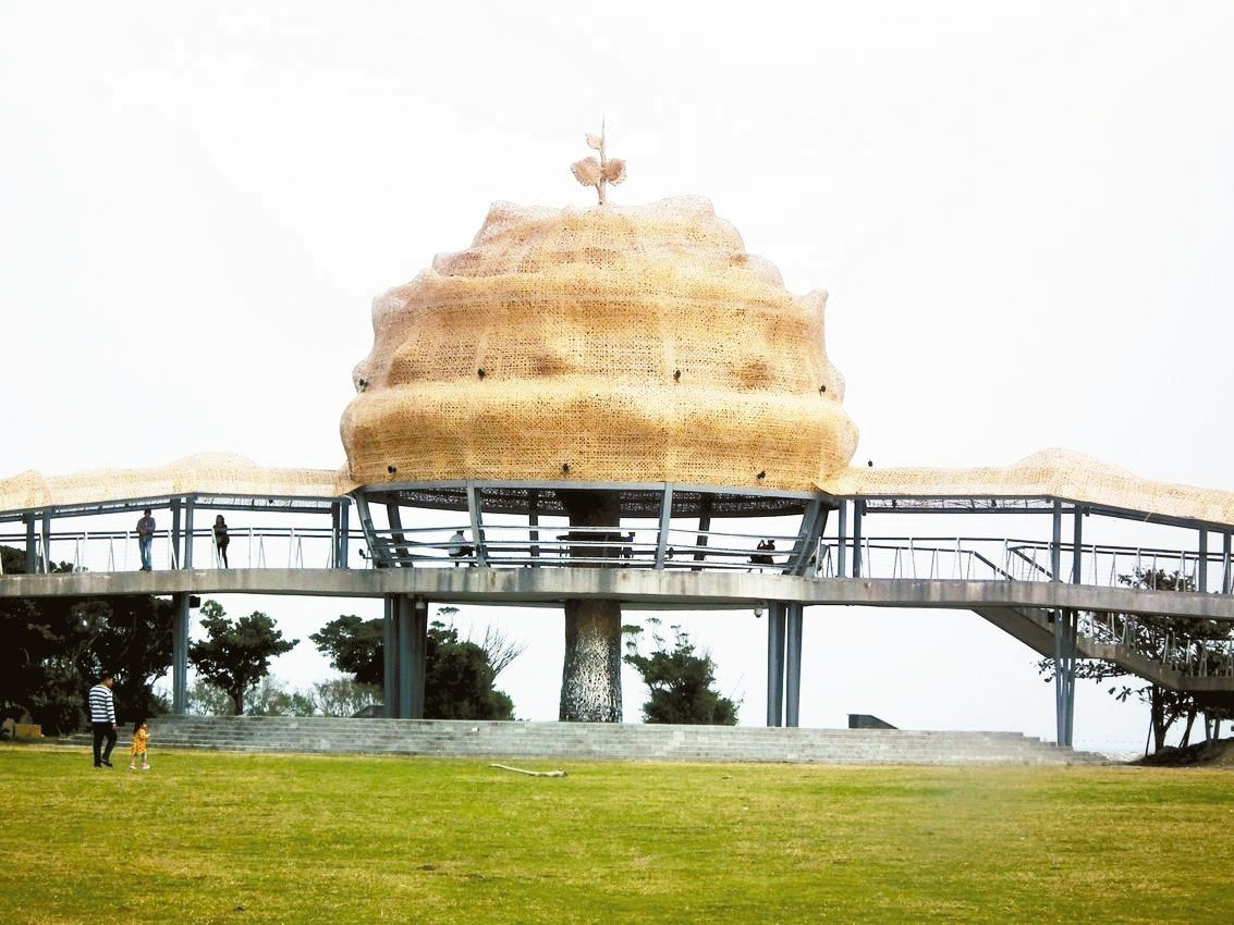 海濱公園的國際地標今年重新翻修後,日前以新造型與大家見面。 記者羅紹平/攝影