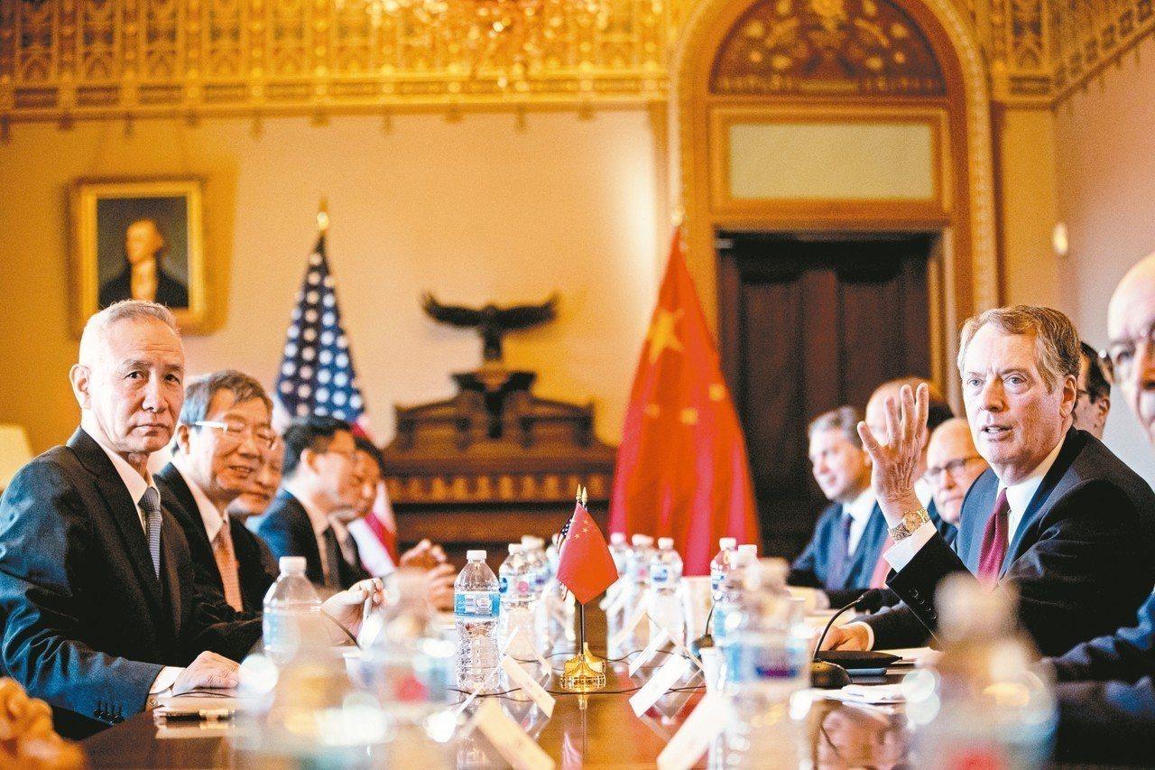 新一回合美中貿易談判在華盛頓登場,左一為中國大陸國務院副總理劉鶴,右一為美國貿易...