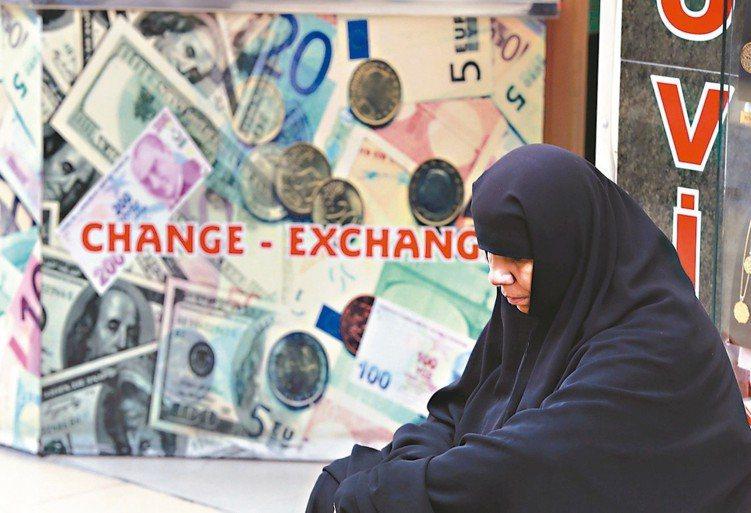 法人表示,在逆風消退以及誘人價值面的支持下,當前可謂是過去十年新興債少見的投資甜...