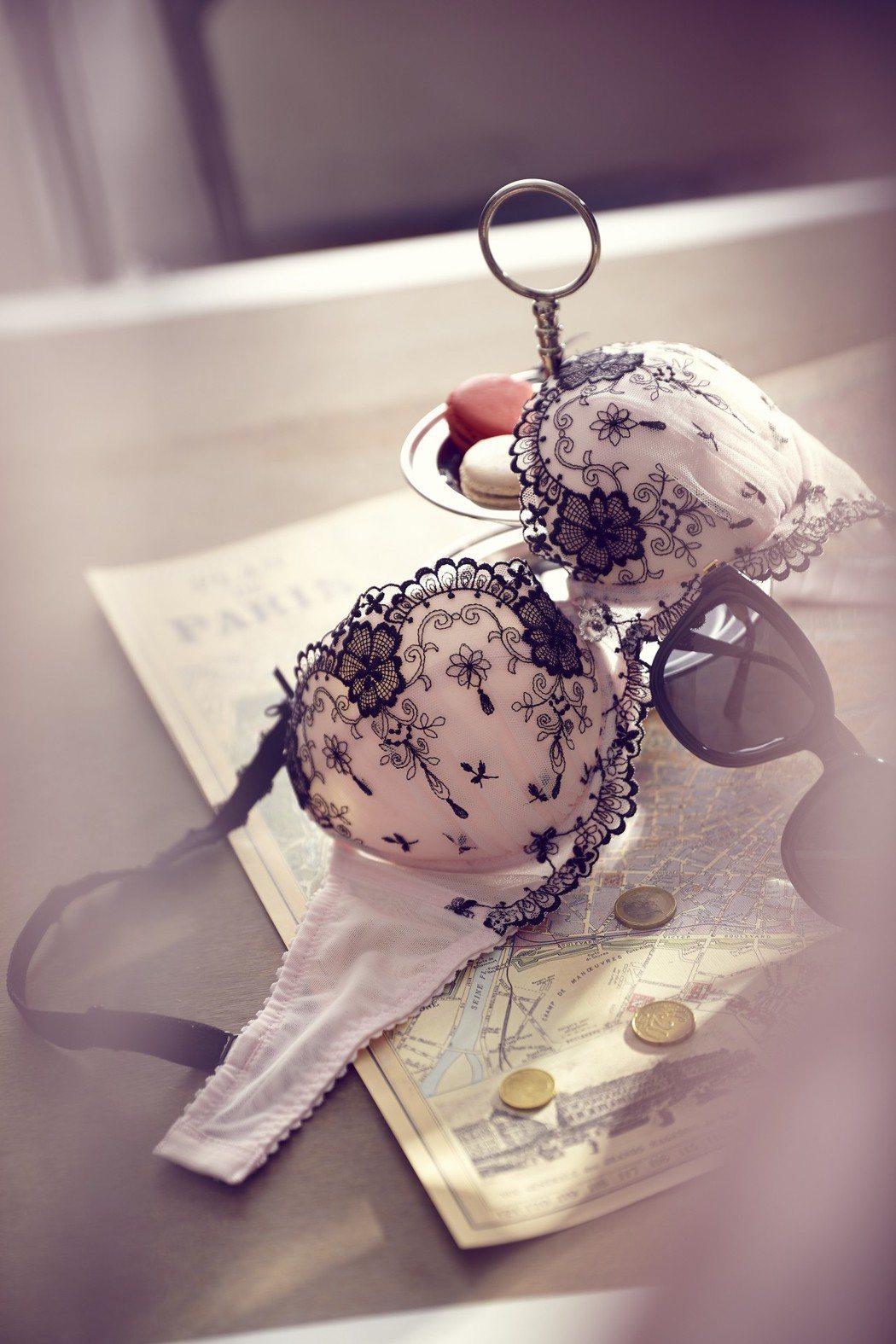 Lady花舞魅影內衣吹奢華刺繡風。定價2880元。Lady/提供