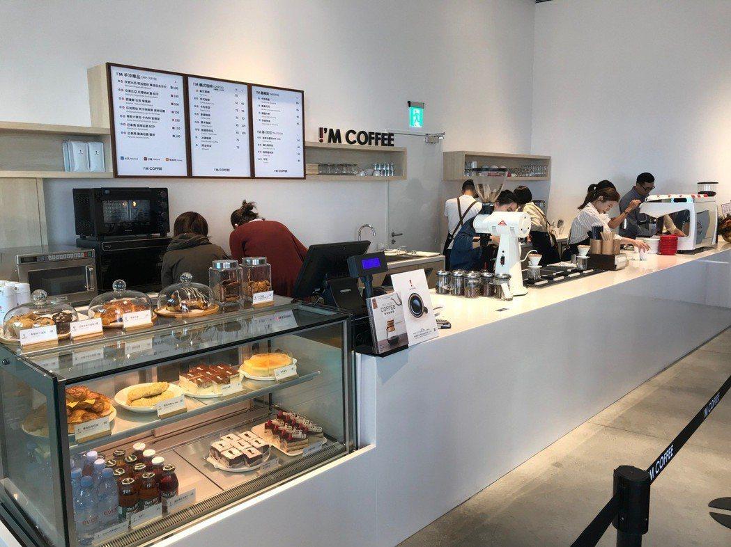 「!'M COFFEE」進駐臺南美術館2館,極簡裝潢,提供台南愛好咖啡消費者,簡...