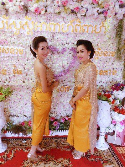 張維(左)的柬式伴娘妝容。圖/張維提供