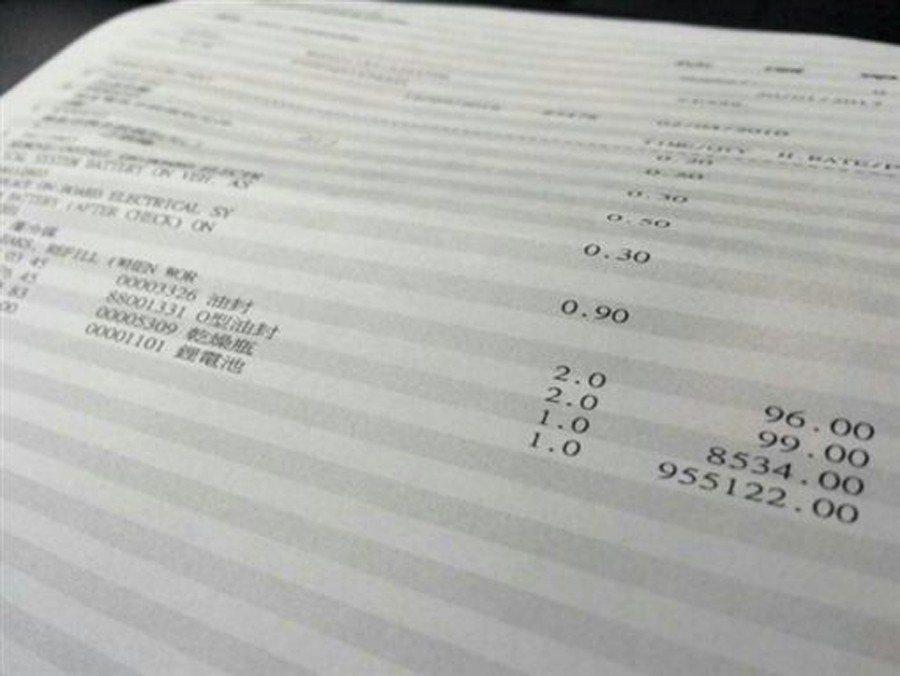 有網友貼出一張賓士油電車的維修報價單,光是「鋰電池」就要價95萬5122元。 圖...