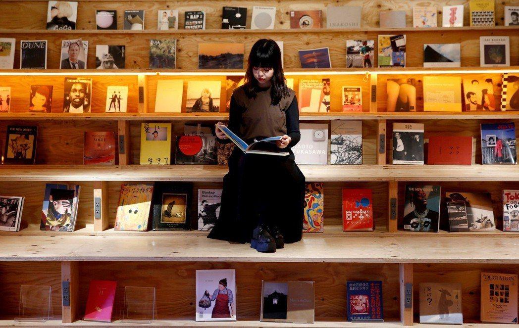 日本圖書出版2018年總體營銷約1.5兆日圓,但整體仍呈現下滑趨勢。圖為位於日本...