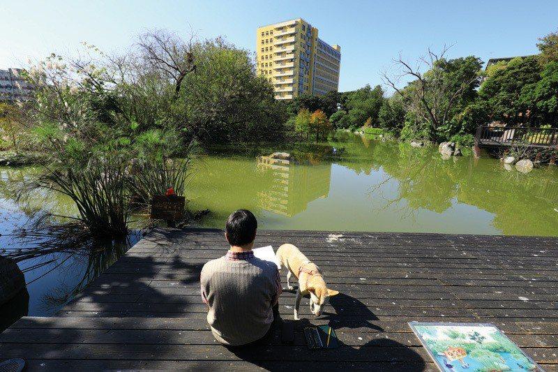 熱愛自然的柯鴻圖,在山水花鳥間取得無盡的靈感。 (林格立攝)