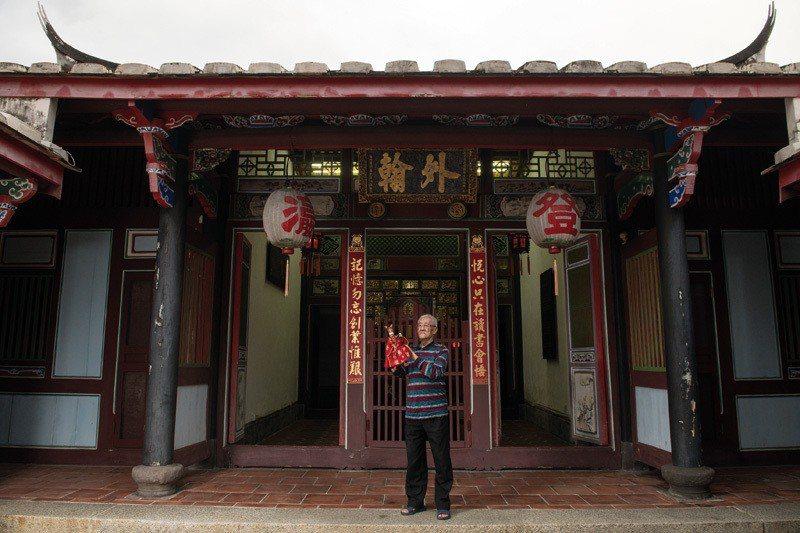 陳錫煌,今年已89歲,至今仍引領著「陳錫煌傳統掌中劇團」,傳藝不輟。