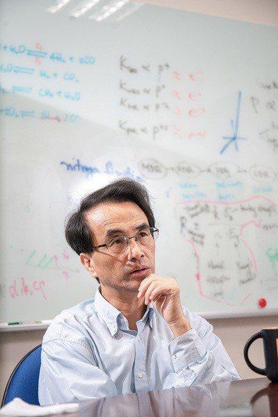 少年阿伯吳宗信,研發台灣自製的火箭,決心要離開地球。 (林旻萱攝)