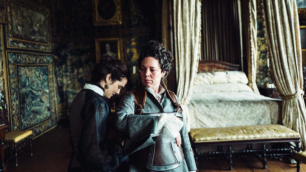 「真寵」中瑞秋懷茲與奧莉薇亞寇曼有段蕾絲邊的情緣。圖/摘自imdb