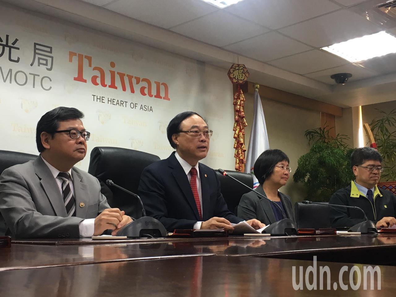交通部觀光局長周永暉(左二)今天公布台灣燈會主辦縣市。記者吳姿賢/攝影