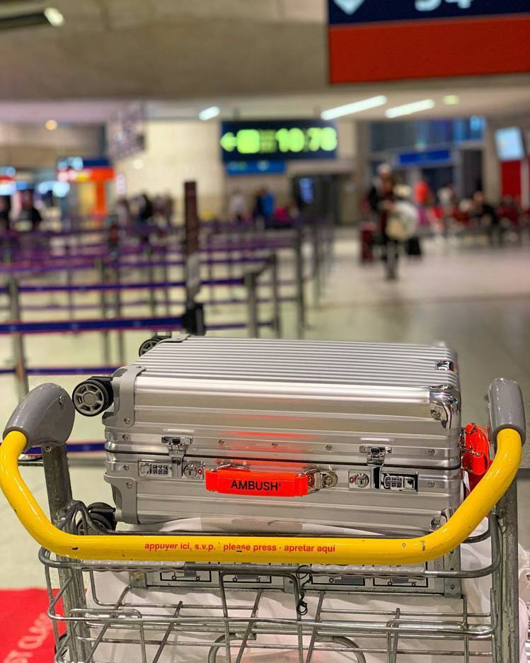 日本潮牌AMBUSH將與RIMOWA推出聯名旅行箱系列。圖/摘自instagra...