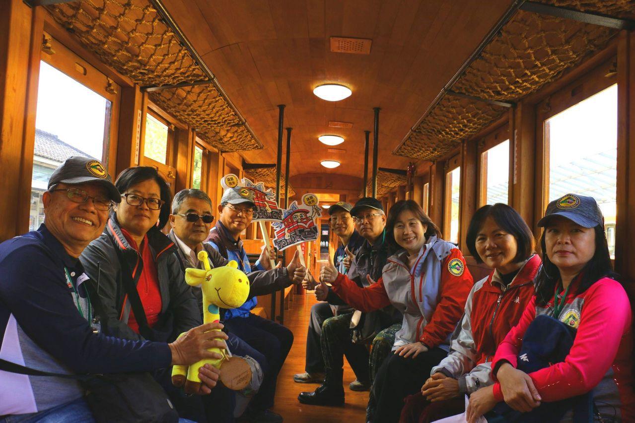 造型典雅散發香味的檜木車廂。圖/阿里山林鐵文資處提供