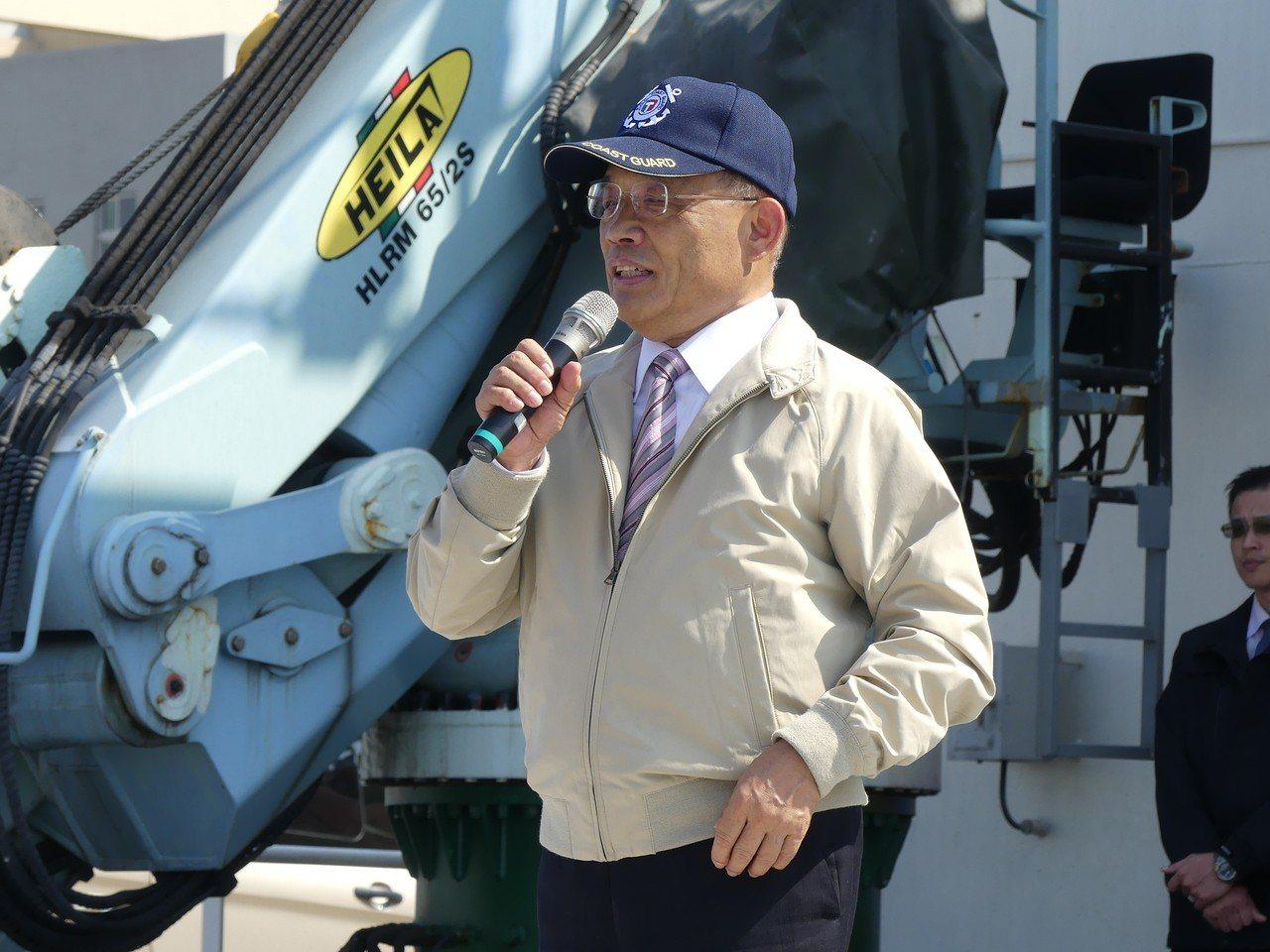 行政院長蘇貞昌中午視察台北港海巡基地,感謝協助防堵疫情發生,並宣布政府將加強照顧...
