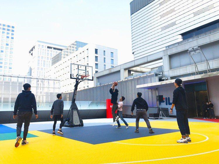 新光三越台北信義新天地A11 4樓「信義運動場 X-plaza」全新登場,貴賓卡...