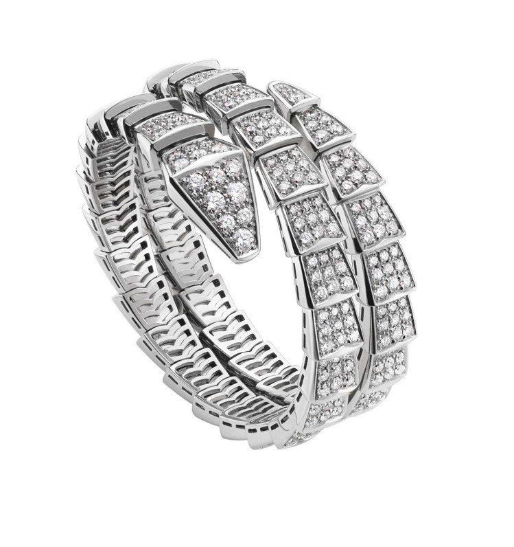 BVLGARI Serpenti系列白K金鑽石手鐲,316萬7,000元。圖/寶...