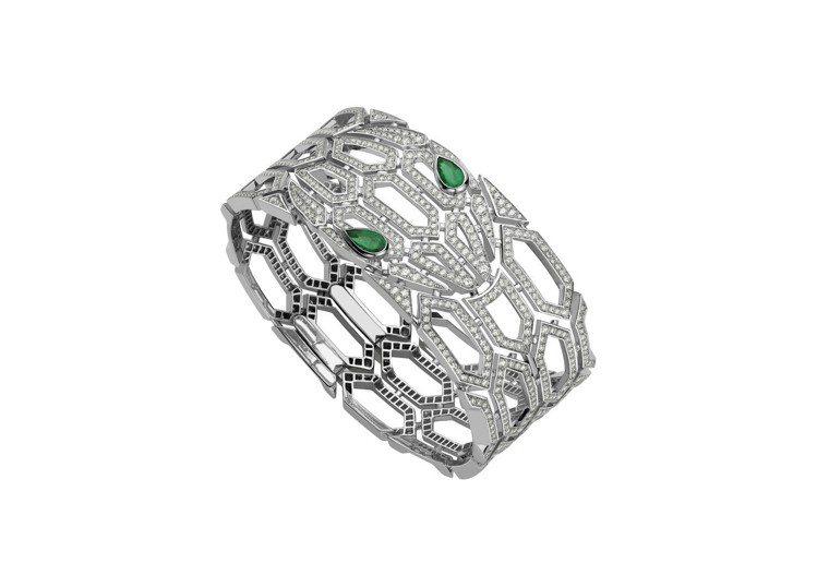 BVLGARI Serpenti Eyes on Me系列鑽石與祖母綠手環,23...