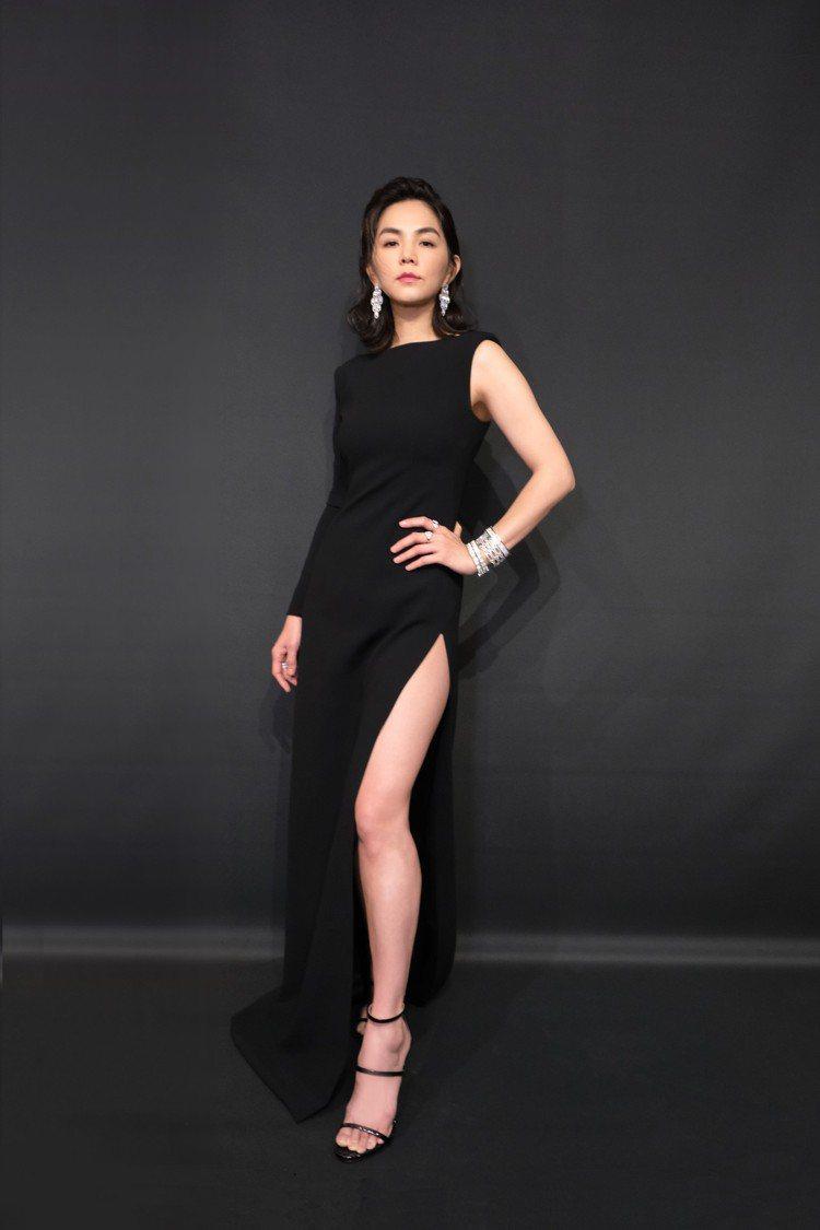ELLA陳嘉樺配戴逾千萬珠寶,貴氣出席賀歲片《大三元》首映。圖/寶格麗提供