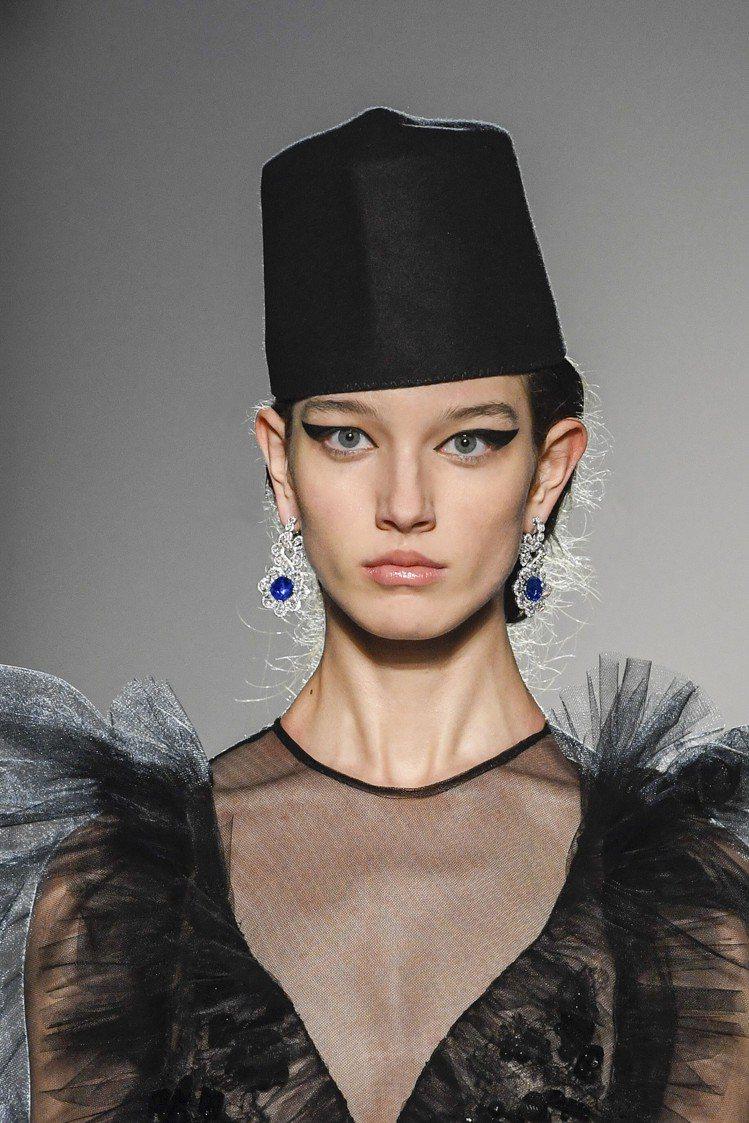 蕭邦再度與義大利設計師Giambattista Valli合作於巴黎高訂時裝周走...