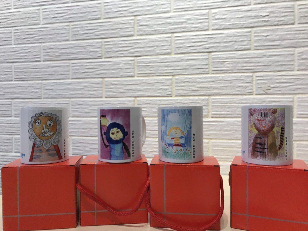 透過畫作開發出來的文創商品,提供義賣捐助。圖/安永心食館提供