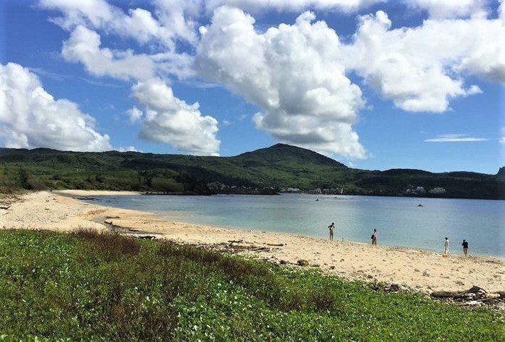 墾丁後壁湖潟湖區沙灘屬於國家公園保護層級最高的生態保護區,是墾丁最美的秘境沙灘之...