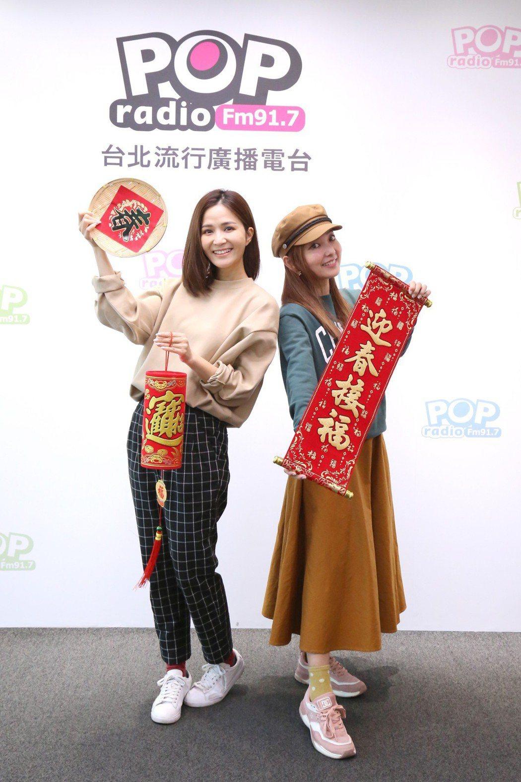 愛紗(右)接受吳怡霈訪問。圖/POP Radio提供