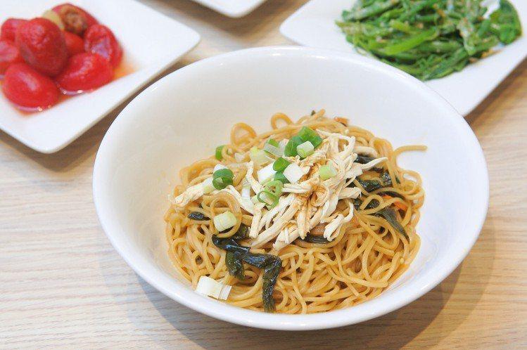 上海雞絲蔥油拌麵,每份120元。記者陳睿中/攝影