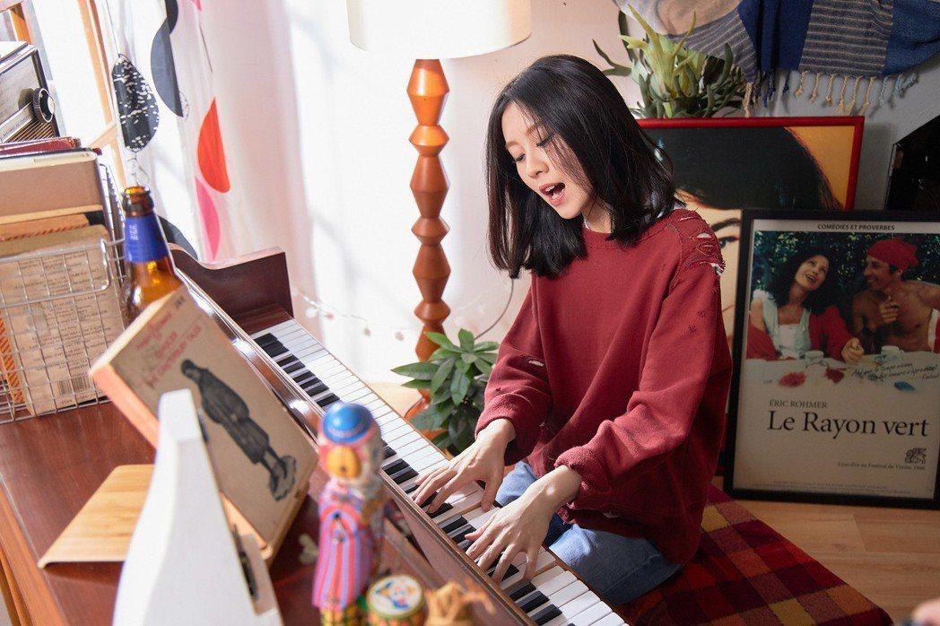 白安「一日一生」邀好朋友一起演出,將4年真實生活搬進MV。圖/相信音樂提供
