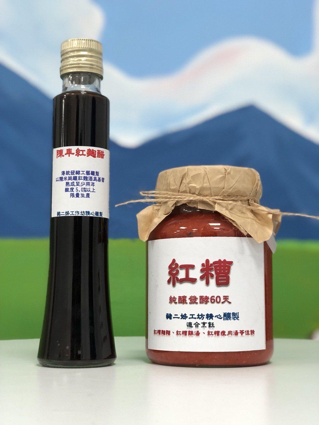 邱義源開發的紅糟、陳年紅麴醋等,獲得養生族群青睞。記者王慧瑛/攝影