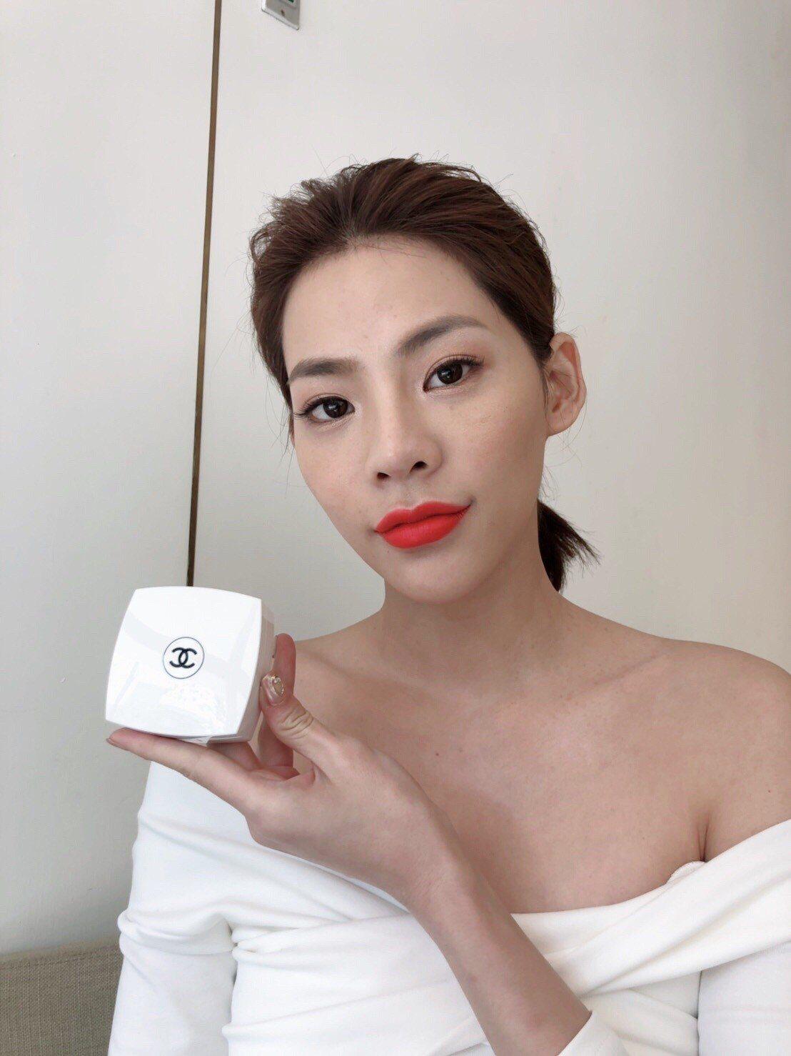 小白盒太烧~香奈儿气垫粉饼有珍珠光加码「上妆神器」超美!
