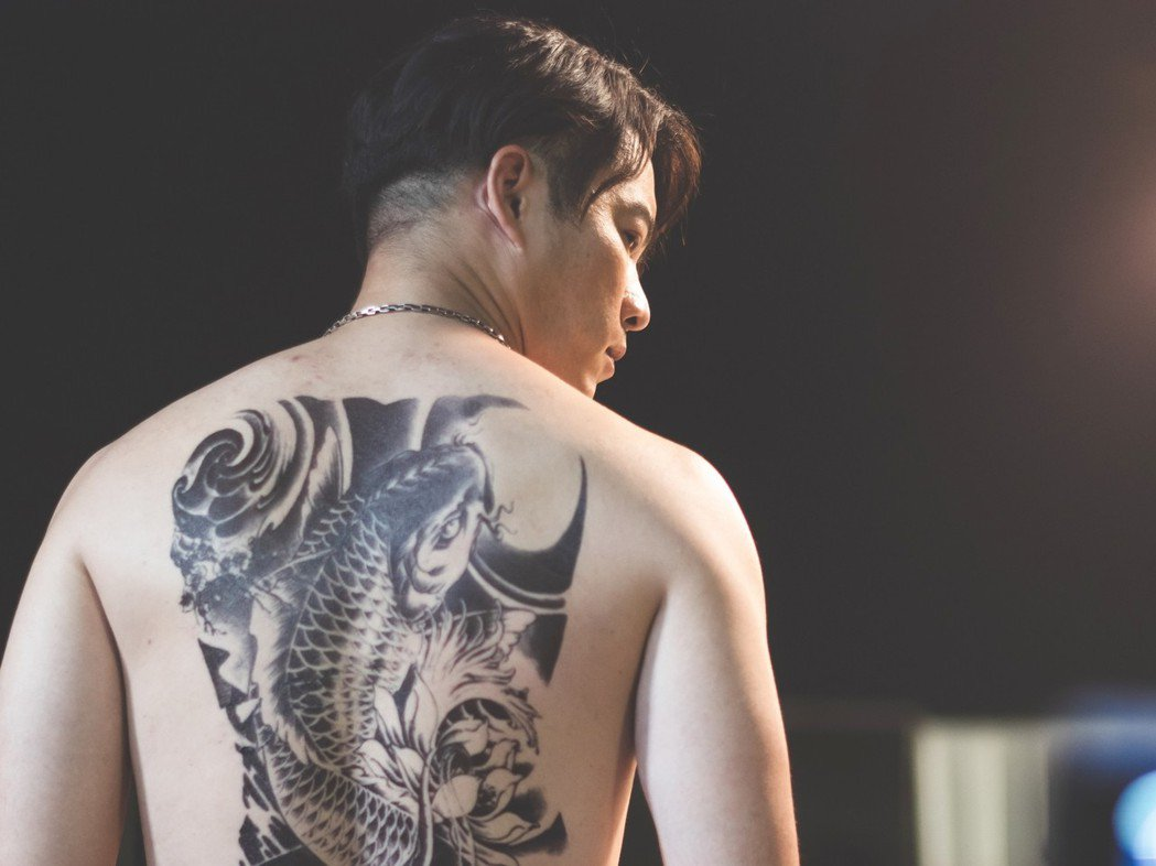 Junior韓宜邦在「魚躍龍門」飾演一名臥底。圖/緯來電影台提供