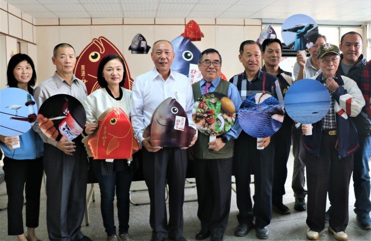 身為台灣燈會東道主的屏東縣東港鎮公所,今天推出整合東港各領域的文創燈會禮盒,名為...