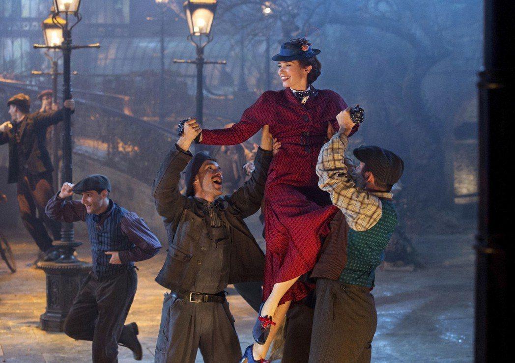 「愛‧滿人間」有許多歡樂的歌舞片段。圖/迪士尼提供