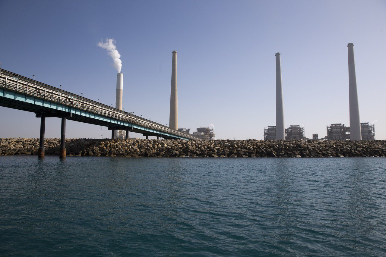 以色列沿海的哈代拉發電廠。(美聯社)