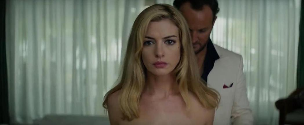 安海瑟薇被報導因「驚濤佈局」美國票房失利,對電影公司很氣憤。圖/摘自imdb