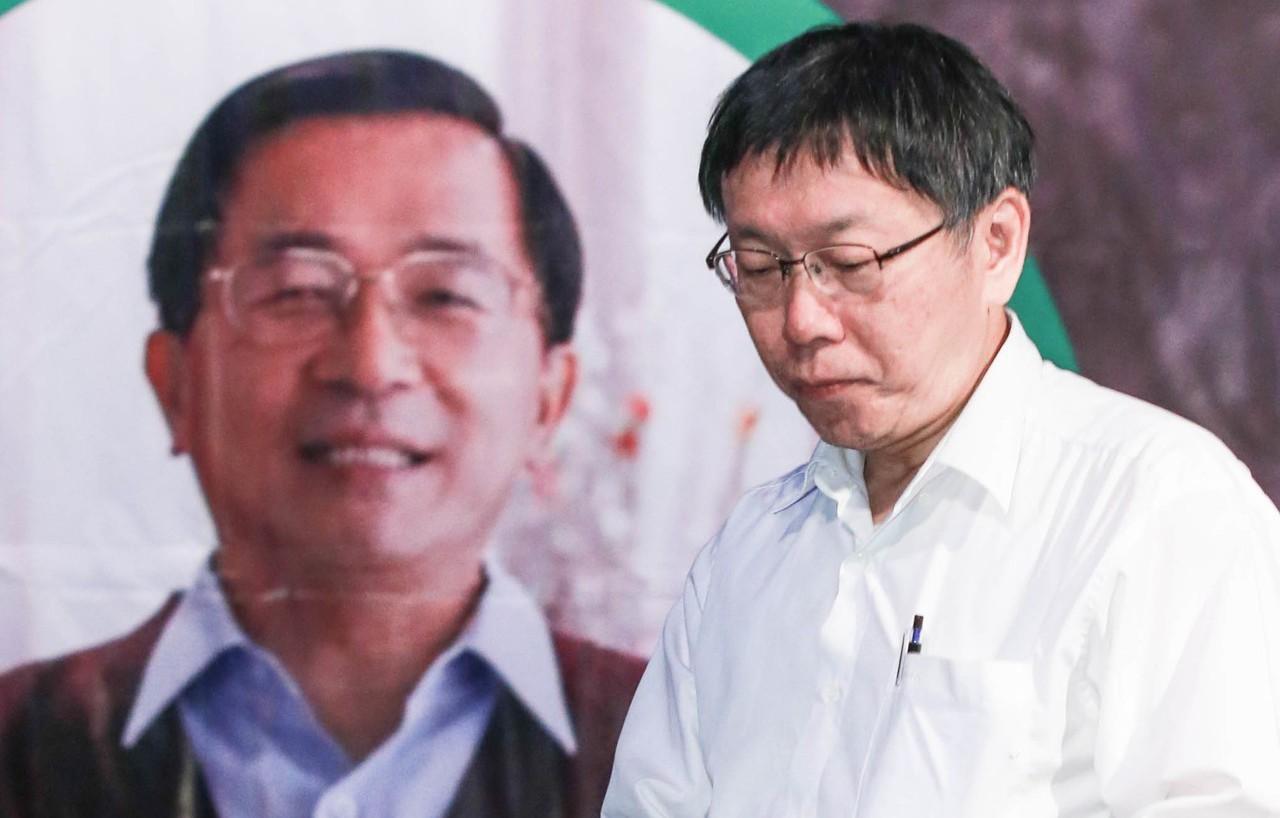 2014年,時任陳水扁民間醫療小組召集人的柯文哲(右),曾表示陳水扁需要的是一個...