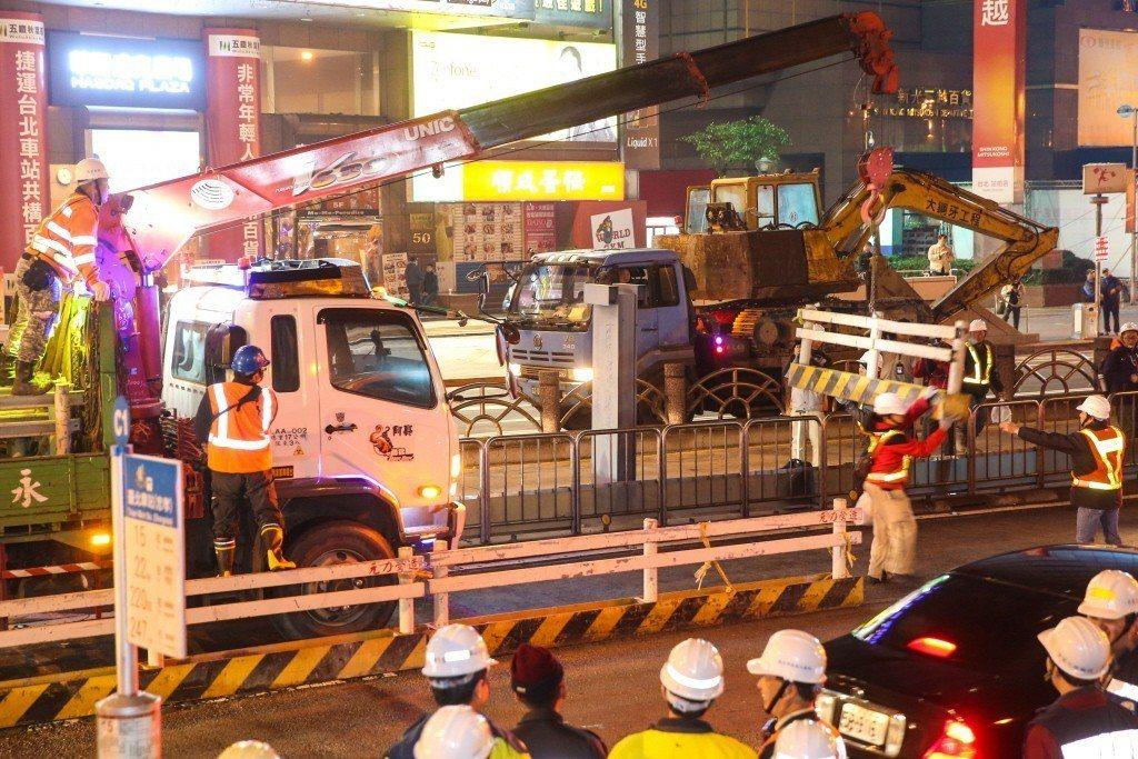 2014年,柯文哲上任台北市長後,立即動工拆除忠孝西路公車專用道。 圖/聯合報系...