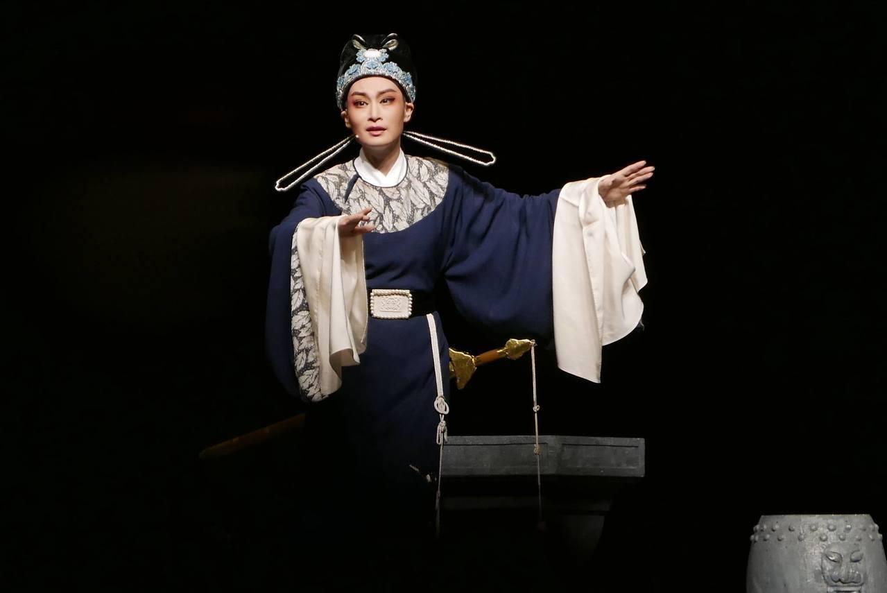 許麗坤演出面相多元,除了歌仔戲,近年也參與越劇演出。圖/許麗坤提供