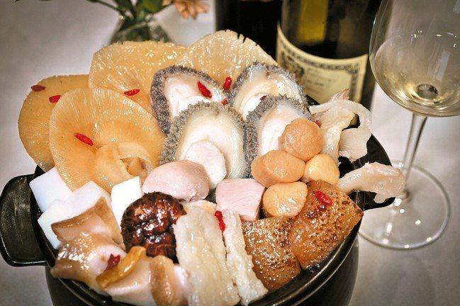 薄酒萊算是搭配農曆年菜的紅酒好朋友。 圖/聶汎勳