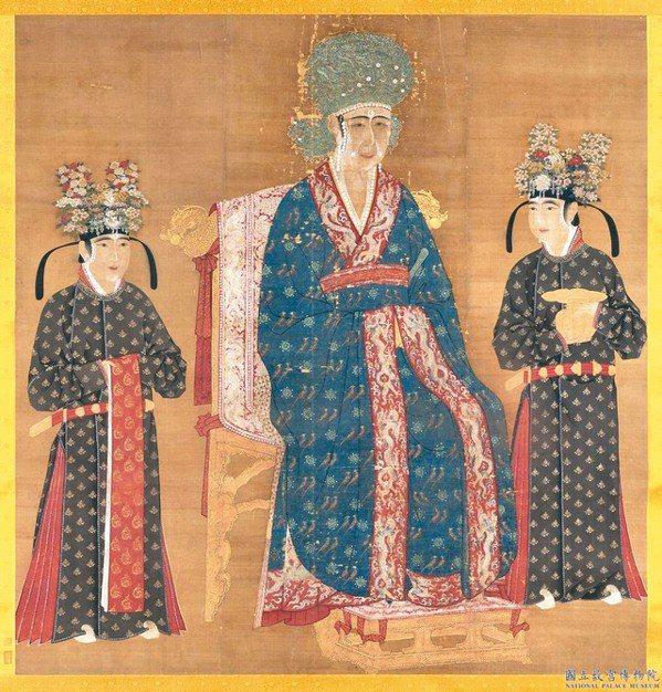 宋 仁宗后坐像(局部),可見當代人滿頭的花團錦簇。 圖/故宮博物院提供