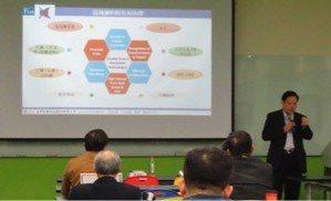 臺灣金融科技公司王可言董事長講解AI/區塊鏈帶動企業智慧數位轉型。