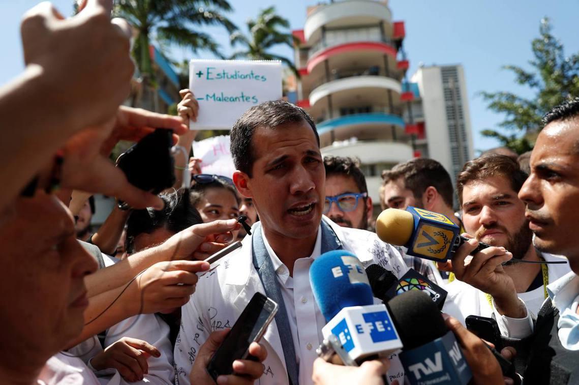 反對派推派的「臨時代總統」瓜伊多,密集地接受國際媒體訪問,試圖透過新聞喊話鼓動來...