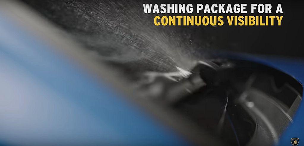 Off-Road Package越野套件還包含清洗裝置,能立即刷洗擋風玻璃、燈具...