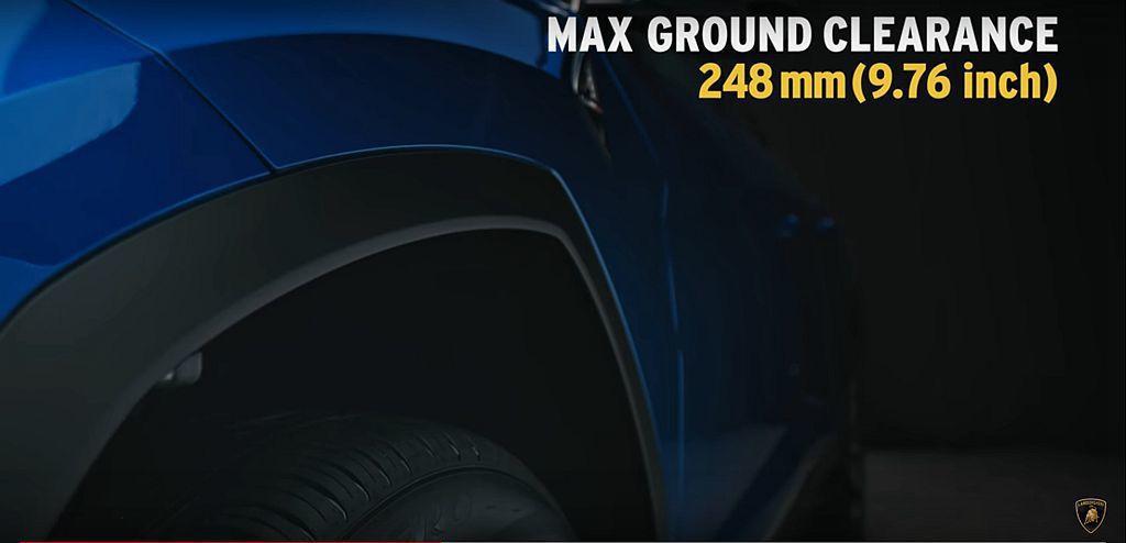 選配Off-Road Package越野套件,主動式氣壓懸吊系統除最高可抬昇90...