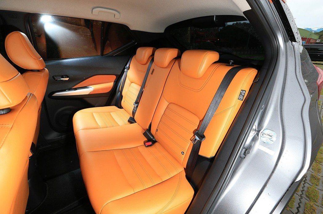 KICKS體貼每一位乘客,搭載備受車迷喜愛的3D超體感紓壓座椅,大幅提升舒適感並...